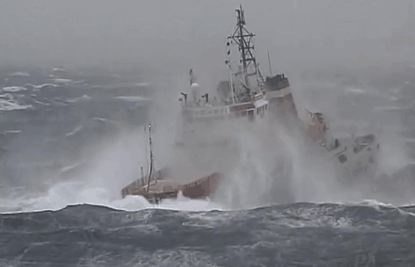 Russian Tug 2015-12